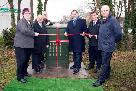 Minister visits Yate for broadband switch on