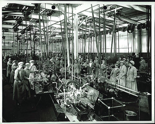Women manufacturing planes in 1917 at Filton